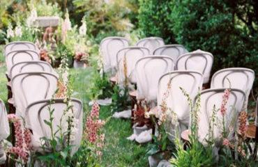 32 Wild And Overgrown Wedding Flowers To Wisp You Away 07